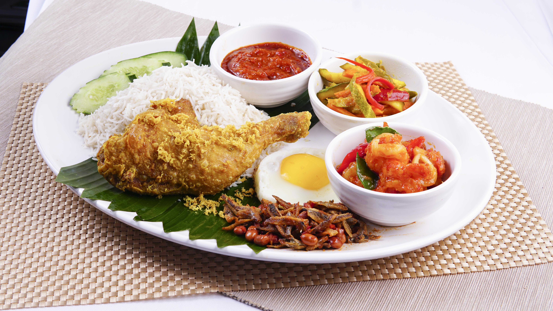 Nasi Lemak Set B (Fried Chicken & Sambal Prawn)
